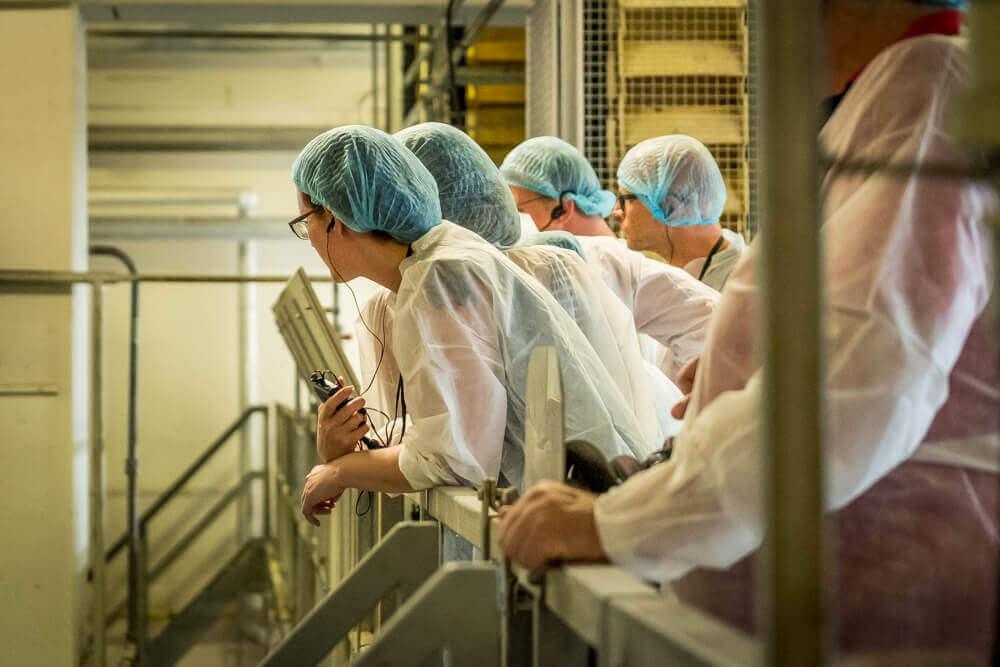axitour-biedt-hak-flexibiliteit-en-efficientie-in-rondleidingen-fabriek-reling